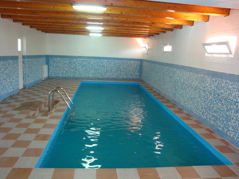 Cazare pensiune casa ecologica pensiuni baile herculane for Cazare cu piscina interioara valea prahovei